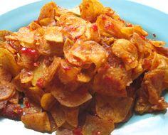 Resep Keripik Kentang Pedas Manis Renyah Vegetarian Recipes, Snack Recipes, Cooking Recipes, Healthy Recipes, Snacks, Easy Recipes, Roti Canai Recipe, Mie Goreng, Indonesian Cuisine