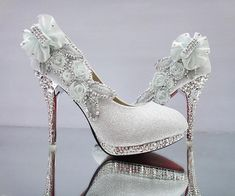 28115c78090  22.11  2018 wedding shoes red bride thin section high heels shallow mouth bridesmaid  shoes gold butterfly shoes