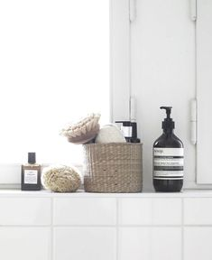 Create a luxury bathroom with your accessories! See more inspirations at maison. Bad Inspiration, Decoration Inspiration, Bathroom Inspiration, Bathroom Design Small, Bathroom Interior Design, Modern Bathroom Accessories, Bad Styling, Bathroom Essentials, Minimalist Bathroom