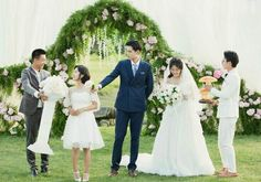 Wu bo song ready to give xiaoxi that whole thing😂 Kdrama, Law Of Love, Good Morning Call, Meteor Garden 2018, Romantic Films, A Love So Beautiful, Cute Actors, Drama Movies, Bridesmaid Dresses