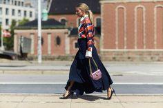 Moda uliczna podczas pierwszego dnia Copenhagen Fashion Week wiosna-lato 2017