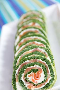 Rollo de salmon y espinacas - Receta paso a paso// Salmon and spinach rolls - Step by step recipe Vegetarian Recipes, Cooking Recipes, Healthy Recipes, Appetizer Recipes, Appetizers, Food Porn, Good Food, Yummy Food, Fish And Seafood