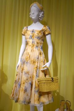Emmy-nominated The Marvelous Mrs. Maisel season 2 TV costumes on display. Vintage Dresses, Vintage Outfits, Vintage Fashion, Pin Up, Retro Dress, Yellow Dress, Costume Design, Pretty Outfits, Season 2