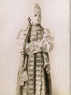 Local fashion: Russian beauties of the century in traditional costumes - Historical Fashion Russian Beauty, Russian Fashion, Russian Folk, Russian Art, Russian Style, Folk Costume, Costumes, Kaftan, Portraits