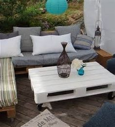 Couch Made From Pallets | Decor Hacks