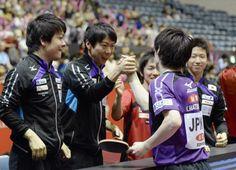 ポルトガルに勝利して準決勝進出を決め、喜ぶ日本男子チーム=国立代々木競技場
