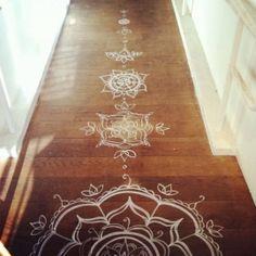 diy - mandala com stencil - No corredor , mandalas pintadas com stencil