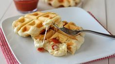 Pillsbury Grand Flaky Layers Biscuits are transformed into pizza waffles! Mini golden waffles stuffed with melty cheese and pepperoni. These will be a hit with everyone!