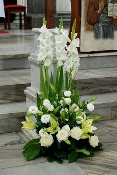 Beautiful Green and White Flowers Arrangement to Match in Any Special Moments Grüne und weiße Blumen Anordnung This image has. Gladiolus Arrangements, White Flower Arrangements, Funeral Flower Arrangements, Flower Centerpieces, Flower Decorations, Creative Flower Arrangements, Alter Flowers, Church Flowers, Funeral Flowers
