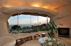 Suprisingly Beautiful Flintstones Romantic Retreat House in Malibu - Home Design Flintstone House, Fred Flintstone, Os Flinstones, Malibu Homes, Eco Buildings, Retreat House, Malibu California, Vintage Interiors, Stone Houses