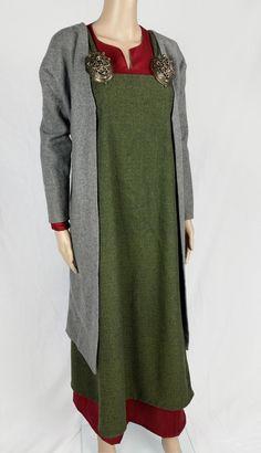 Viking coat.  By Elna of RunfridrCostumes on Etsy.
