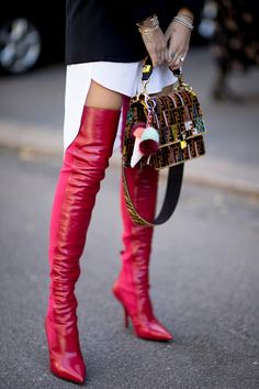 Spring 2018 Fashion Weeks Street Style - love the combo of pieces and colors, although I don't think I could pull this off, especially with the boots. Fashion Mode, 50 Fashion, Look Fashion, Fashion Boots, Womens Fashion, Fashion Trends, Milan Fashion, Fashion Tips, Street Style Looks