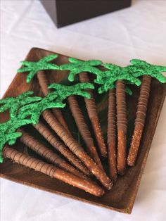Palm Tree Pretzels | Moana Party Ideas | Pretty My Party