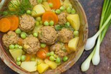 Суп с зеленым горошком и фрикадельками - Рецепты. Кулинарные рецепты блюд с фото - рецепты салатов, первые и вторые блюда, рецепты выпечки, десерты и закуски - IVONA - bigmir)net - IVONA bigmir)net