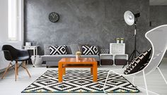 Bianco, grigio, nero. Lavorare su tonalità tipiche può dare grandi soddisfazioni! Uno splendido esempio di arredamento interno.