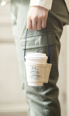 BIG SMILE COFFEE 笑顔がつながる! ドリンクホルダーの会|フェリシモ Food Packaging Design, Bag Packaging, Coffee Packaging, Coffee To Go, Coffee Cafe, Paper Bag Design, Coffee Shop Logo, Coffee Cup Design, Cloth Bags