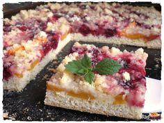 Jemný ovocný koláč s posýpkou ako od babičky. Veľmi krehká sladučká odmena na každú príležitosť. Recept a príprava je veľmi jednoduchá. Ovocie môžete použiť podľa chuti Cheesecake, Desserts, Food, Basket, Tailgate Desserts, Deserts, Cheesecakes, Essen, Postres