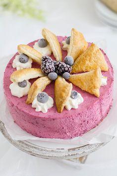 Beeren-Windbeutel-Torte