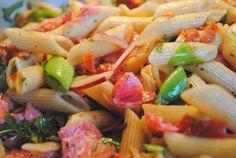 Italiensk pastasallad med salami til buffén