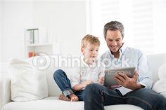 Buscar fotografías de stock de Padre Ipad en Thinkstock