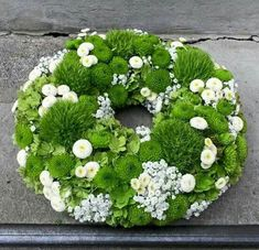 Green - white more Best Picture For funeral ropa For Your Taste You are looking for something, and it is going to tell you exactly what you are looking for, and you didn't find that picture. Funeral Flower Arrangements, Funeral Flowers, Wedding Flowers, Deco Floral, Arte Floral, Funeral Gifts, Hand Flowers, Bouquet Flowers, Bouquets