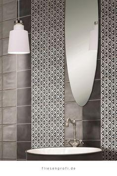 """Mit den Wand,-& Bodenfliesen """"Key West Dekor Wave Black D"""" im Format 20x20cm wird die Küche oder das Bad zu einem Blickfang. Es handelt sich um Fliesen der Serie Key West. Fliesen mit Patchwork-Dekoren liegen voll im Trend. Die Bodenfliesen im Patchwork-Look bringen ein modernes Lebensgefühl in Ihr Haus. Außerdem kann diese Fliese hervorragend mit den farbigen Grundfliesen der Serie """"Key West"""" kombiniert werden. Metro Fliesen, Bodenfliesen, Gäste Wc, Bäder Ideen, Natursteine, Liegen, Modernes, Blickfang, Schwarz Weiß"""