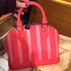 b2847d6d1c8f Order for replica handbag and replica Louis Vuitton shoes of most luxurious  designers. Sellers of replica Louis Vuitton belts