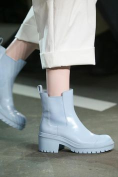 Marc by Marc Jacobs - Spring 2015 Ready-to-Wear - Look 22 of 115 Sock Shoes, Cute Shoes, Shoe Boots, Marc Jacobs, Aesthetic Shoes, Unique Shoes, Mode Outfits, Luxury Shoes, Hunter Boots