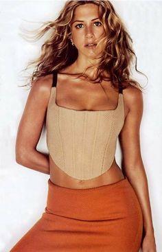 Jennifer Aniston in her Jeniffer Aniston, Jennifer Aniston Pictures, Jennifer Aniston Style, Nancy Dow, Beautiful Celebrities, Beautiful Women, 90s Fashion, American Actress, Supermodels