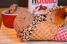 We love Nutella! Whether it's on pancakes, waffles, or simply spread onto a slice of bread, it's something no one gets tired of. What would be even better would be Nutella ice cream! Here's how to make it at home, WITHOUT an ice cream churner! Yummy Treats, Delicious Desserts, Sweet Treats, Dessert Recipes, Yummy Food, Yummy Ice Cream, Healthy Ice Cream, Frozen Desserts, Frozen Treats
