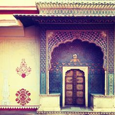 .@stereoscopia   #door in #citypalace of #jaipur #india   Webstagram - the best Instagram viewer