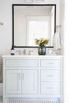 Awesome White Bathroom Vanities Decoration
