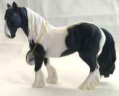 GYPSY COB HORSE STATUE ~ BLACK & WHITE  ~ LEONARDO COLLECTION~ ENGLAND