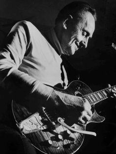Les Paul plays with Guitar Legends Billy Gibbons, Joe Walsh and Brian May — Guitar Stories USA 1959 Gibson Les Paul, Vintage Les Paul, Billy Gibbons, Gibson Custom Shop, Les Paul Guitars, Brothers In Arms, Sir Paul, All About Music, Guitars