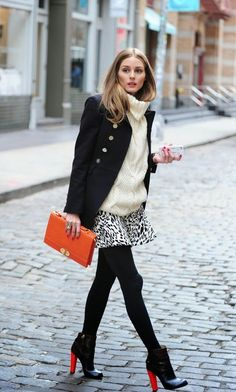 Absolutely adore this outfit: the oversized sweater with a short skirt and tights with boots is perfect for me for the upcoming cold weather.  Stylish Fall Outfits For Women (21)