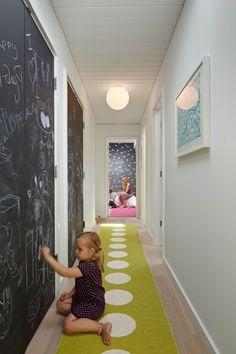 déco couloir avec une peinture ardoise et tableau mural