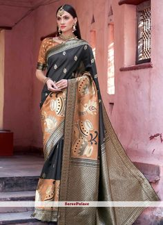 Online shopping store for women clothing like designer sarees. Shop this girlish art silk black designer traditional saree. Ladies Suits Indian, Suits For Women, Clothes For Women, Indian Attire, Traditional Silk Saree, Trendy Sarees, Work Sarees, Sarees Online, Blouse Online