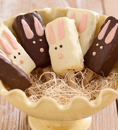 Rice krispie bunny pops   #easter #eastereggs #happyeaster #spring #holidays #happyholidays #springfling #springtime #pastels #easterideas #easterinspiration  www.gmichaelsalon.com