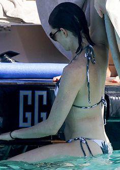 Anne Hathaway In Bikini Op Ibiza » PrutsFM