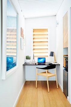 Contemporary Home Office Design Ideas - A little home office might gain from having actually fitted furnishings, with a made-to-measure workdesk and also units. This equipped desk sweeps over the top of a distinct trash can ... #contemporaryhomeoffice #homeofficedesignideas #moderncontemporaryhomeoffice