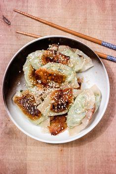 Grønne, veganske dumplings lager du enkelt hjemme hos deg selv - og de smaker himmelsk!