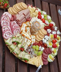 Charcuterie Source by Charcuterie Board Meats, Plateau Charcuterie, Charcuterie Plate, Charcuterie And Cheese Board, Meat Appetizers, Appetizer Dips, Appetizers For Party, Appetizer Recipes, Party Food Platters
