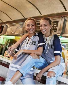 Lisa and Lena Bff, Besties, Chill Outfits, Summer Outfits, Cute Outfits, Lisa Or Lena, Couple Goals Cuddling, Sister Pictures, Lily Chee