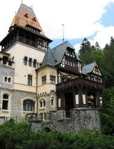 Pelisor Castle, Sinaia, Romania www.romaniasfriends.com