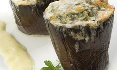 Receta de Berenjenas gratinadas rellenas de espinacas y guisantes