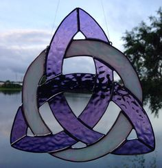Stained Glass Celtic Knot Triquetra by Sweveneers on Etsy Stained Glass Suncatchers, Stained Glass Crafts, Stained Glass Designs, Stained Glass Patterns, Celtic Stained Glass, Stained Glass Flowers, Stained Glass Windows, Arte Viking, Celtic Patterns