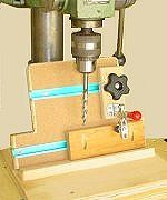 jig pocket hole tip Woodworking Jig Plans, Woodworking Workshop, Popular Woodworking, Woodworking Projects, Pocket Hole Drill, Wood Jig, Wood Router, Craftsman Style Doors, Drill Press Table