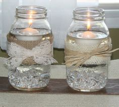 Vidros com velas flutuantes