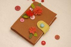 Faça um charmoso porta-agulha de feltro para organizar as suas pecinhas de costura. Presentear com e