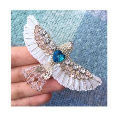 в свежих тонах продана #брошь #брошьптица #осень2017 #вышитаяброшь #брошьручнойработы #птицасчастья #рукоделие #хендмейд #ручнаяработа #brooch #embroidery #jeverly #autumnlook #hobby #broochbird #handmade #needlework #bluebird #happinessbird #embroideredbrooch